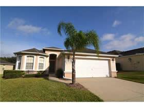 Casa 4 dormitorios - 2 suites-  mobiliado com piscina particular em bom condominio - Orlando $199,950