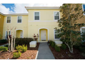 Townhouse com Piscina Particular - mobiliado - no Bellavida Resort - Kissimmee  $185,900