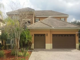 Casarão 6 dormitórios com piscina, garagem 3 carros no Condôminio Bellalago - $365,000