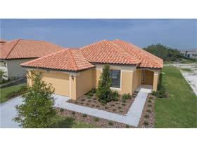 Casa Nova com Piscina Particular em Condominio Fechado Com Campo de Golf - Orlando - $304,990