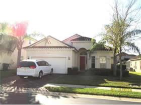 Casa Bonita Mobiliado com Piscina Particular em Condominio Fechado - Davenport - $240,000