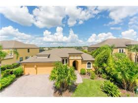Casa de Luxo em frente a lagoa com piscina em Kissimmee, FL - $339,000