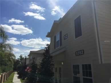 Casa Geminada Mobiliado de 3 Quartos no Lucaya Village - Kissimmee - $239,700