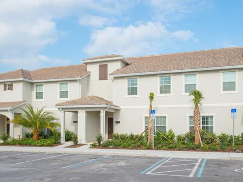 Casa Geminada Mobiliado de 4 Dormitórios com Piscina no Storey Lake - Kissimmee - Orlando - $335,000