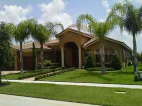 Casa Luxuosa com Piscina e Área Exclusiva em Orlando $600,000