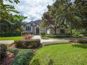 Casa com Acesso ao Lago Roberts em Condomínio com Quadra de Tênis em Orlando $799,000