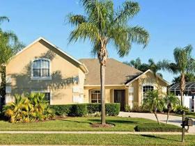 Casa de 5 Quartos Completamente Mobilhada e com Piscina em Orlando $900,000