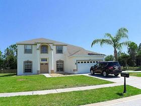 Casarão com piscina para morar ou alugar em Davenport - Florida $299,900