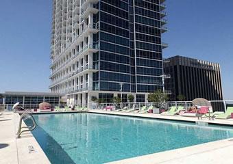 Apartamento moderno em prédio bonito de Orlando $239,500