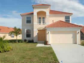 Casarão mobiliado com 5 quartos e piscina em Davenport - Orlando $279,900