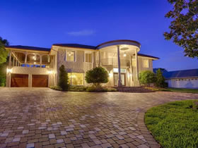 Casarão com 1000m² e piscina em Orlando $1,149,00