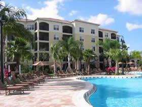 Apartamento de luxo com 2 quartos (com administração para alugar) em Orlando $269,000