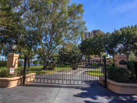 Apartamento de 3 quartos todo reformado em Condomínio Fechado - em Dr. Phillips - Orlando $589,900