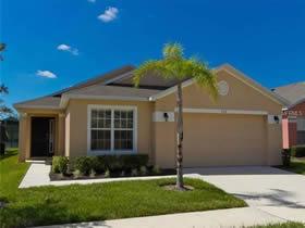Casa de 4 quartos mobiliado com Piscina em Condominio - Orlando $217,500