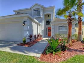 Casa reformada com piscina à 10 minutos da Disney em Davenport - Orlando $235,000
