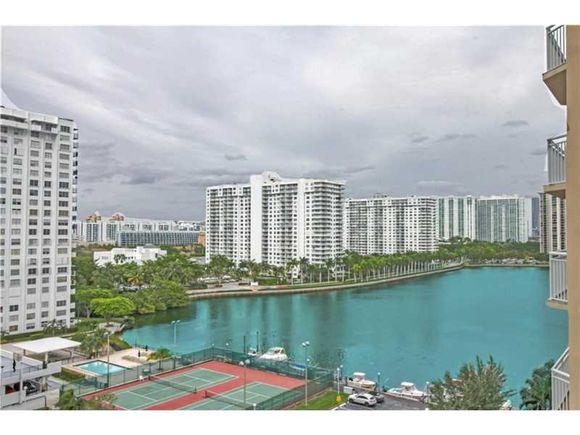 Apartamento mobiliado com visto do Intercoastal - Miami- $250,000