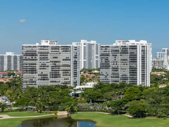 Apartamento em predio de luxo com visto do Intercoastal - Miami - $265,000